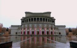 Opera Suite Apartment & Tours, 15 Sayat-Nova Avenue 15, 0001, Ereván