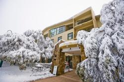 Mt Buller Chalet Hotel & Suites, 5 Summit Road, 3723, 布勒山