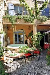 Maison d'Hôtes Douce France, 30 Place Sadi Carnot, 30300, Comps
