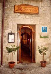 Hostal Las Coronas, Plaza de la Villa, 2, 50680, Sos del Rey Católico
