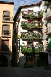 Hotel Can Mestre, Plaza Mayor   8, 25520, El Pont de Suert