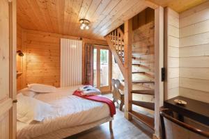 Una cama o camas en una habitación de Loc'Hotel Alpen Sports
