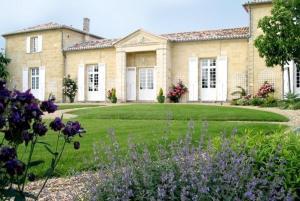Chambres d'hotes  Château Belles Graves Néac