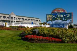 My family has been coming to York Beach, Maine every summer for generations. When I was a kid we stayed at the Anchorage every summer and I hadn't been back in about 15 years so I was excited to Location: Long Beach Avenue, York, , ME.