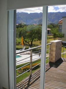 Una imagen general de la montaña o una montaña tomada desde la casa de vacaciones
