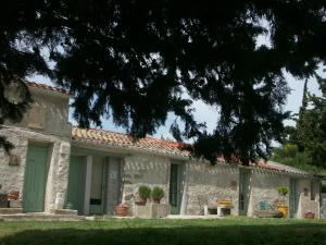 Chambres d'hotes Écuries Sainte Croix Carcassonne