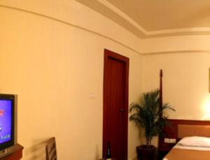 Room photo 4 from hotel Saffron Suites