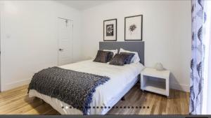 Una cama o camas en una habitación de Apartment Condotel Montreal