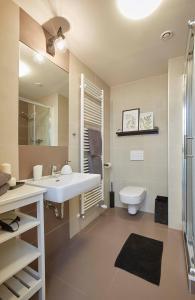 Um banheiro em Modern Apartment