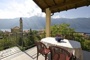 Un balcón o terraza en Residence La Fonte