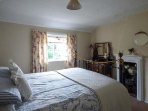 מיטה או מיטות בחדר ב-Hillside Cottage, Leiston