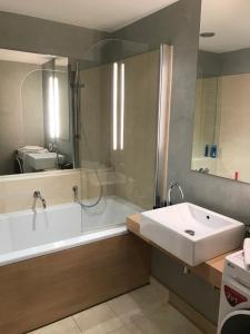 Um banheiro em River Diamond Luxury Apartments