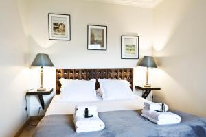 Giường trong phòng chung tại Pick a Flat - Eiffel Tower / Champs de Mars apartments