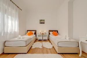 Giường trong phòng chung tại LCT Holiday Home Florentina