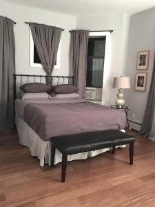 מיטה או מיטות בחדר ב-Crown Condo