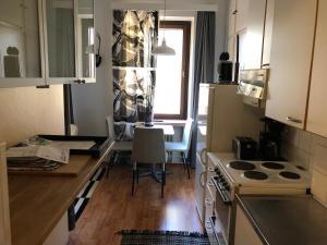 مطبخ أو مطبخ صغير في Cozy studio in Helsinki City Center