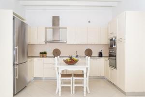 מטבח או מטבחון ב-Rafaela Apartments