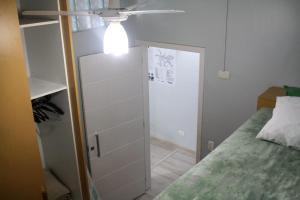 Um banheiro em Apartamento 1202 do Cond. Edif. Montreal