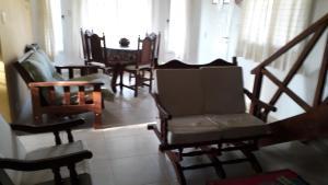La sala de estar o bar de Bosysol en las sierras