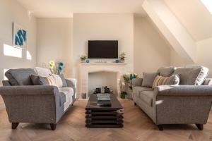 אזור ישיבה ב-An Exclusive Private Apartment on Cathedral Green