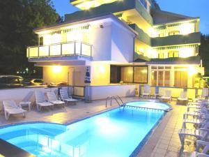 Hotel oasi lignano sabbiadoro italien for Hotel meuble oasi