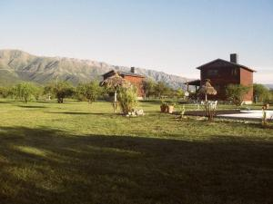 El edificio en el que está el chalet de montaña