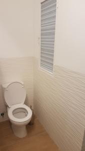 Un baño de Piso bien comunicado 23 min Sol 15 min Atocha