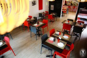 מסעדה או מקום אחר לאכול בו ב-Au Coeur Des Landes
