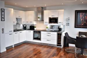 مطبخ أو مطبخ صغير في Bridger Apartment
