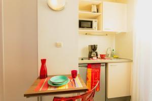 A cozinha ou cozinha compacta de Appart-Hôtel Mer & Golf City Perpignan Centre