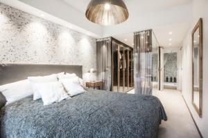 מיטה או מיטות בחדר ב-Luxury Residence 72m2 - Mikonkatu 25
