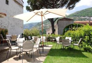 Outdoor lounge are at Hotel Toro, Ravello