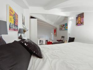 מיטה או מיטות בחדר ב-Antonio Zamora, 3ºA