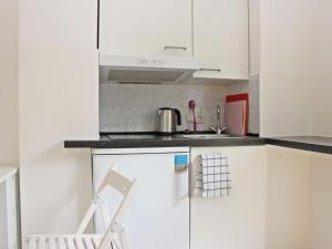 Nhà bếp/bếp nhỏ tại Apartment Glasmalerei.3
