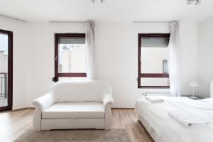 Una cama o camas en una habitación de Royal Exclusive Apartments in Centre