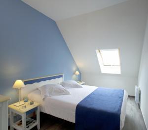 מיטה או מיטות בחדר ב-Résidence Pierre & Vacances Port du Crouesty