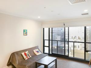 אזור ישיבה ב-Oasis on Queen St, quiet and refreshing Apartment