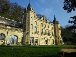 Chambres d'hotes  Château de Perreux Nazelles Negron