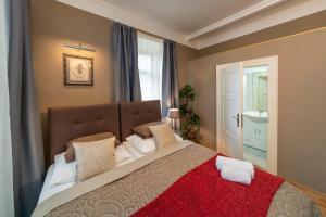 מיטה או מיטות בחדר ב-Old Town - Aparthotel Michalska