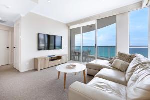 Uma área de estar em Pacific Views Resort