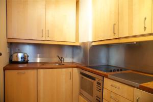 A cozinha ou cozinha compacta de Cornwall Gardens