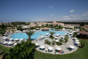 נוף של הבריכה ב-Avanti Holiday Village או בסביבה