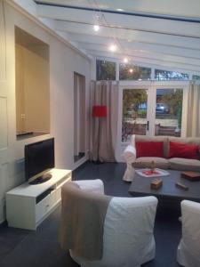 Uma área de estar em The Guest House II
