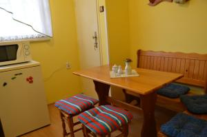 Uma área de estar em Apartments Letna