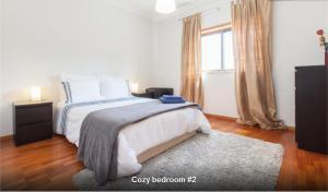 Giường trong phòng chung tại Midway to Geres and Braga