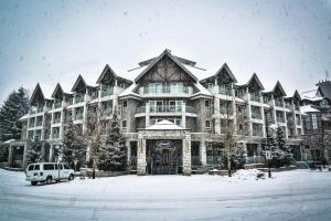 Summit Lodge & Spa Whistler