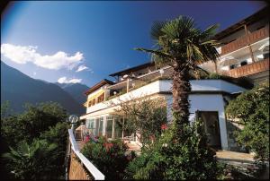 Hotel Bellevue Tirolo