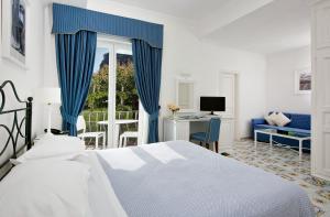 Room at Hotel Canasta, Capris