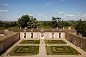 Chambres d'hotes  Château Fombrauge Saint-Christophe des Bardes