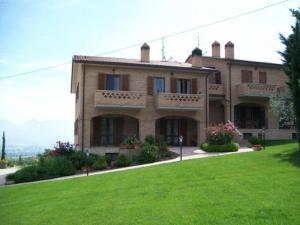 Casa di campagna la collina del sagrantino montefalco for Case di campagna della collina del texas
